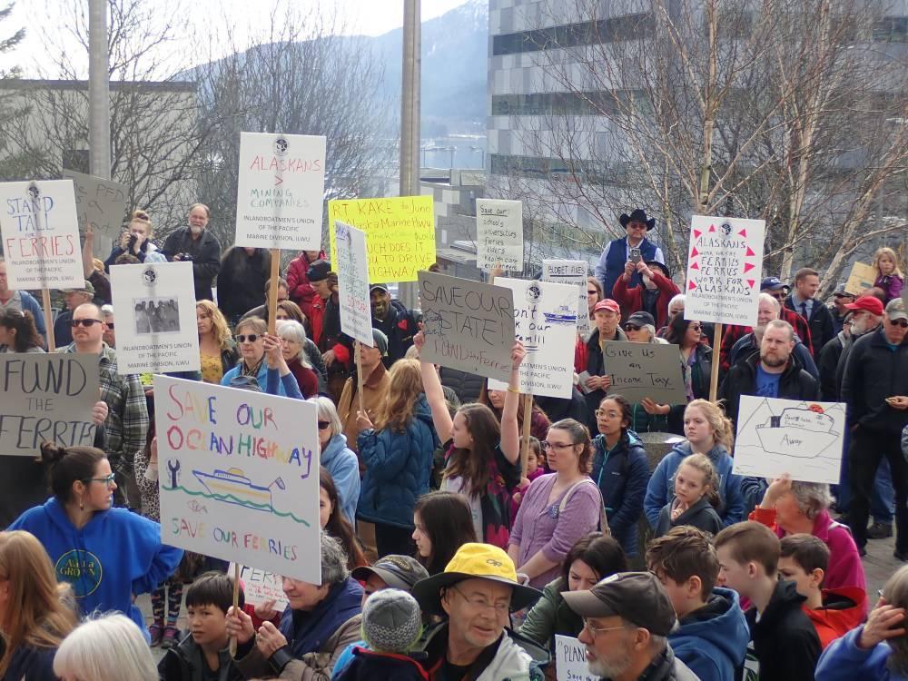 Protestes a Alaska: el nou governador vol tancar o privatitzar els ferris